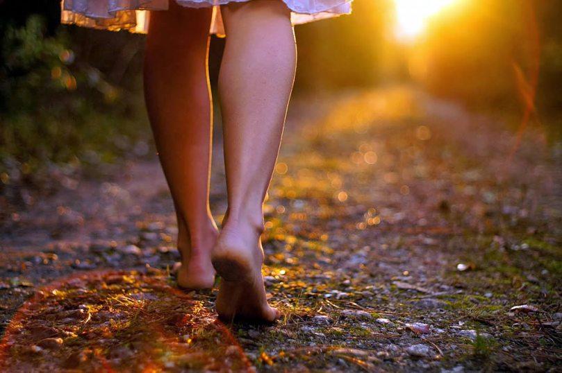 caminhar-descalca